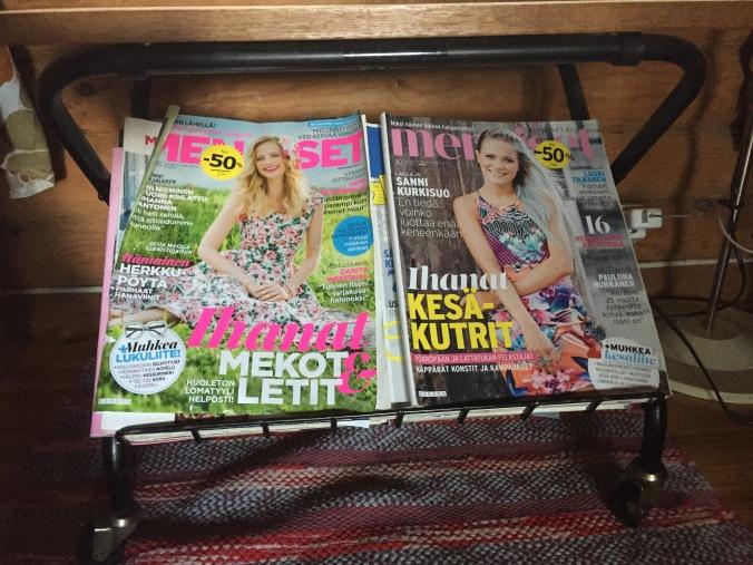 naistenlehdet hyllyssä