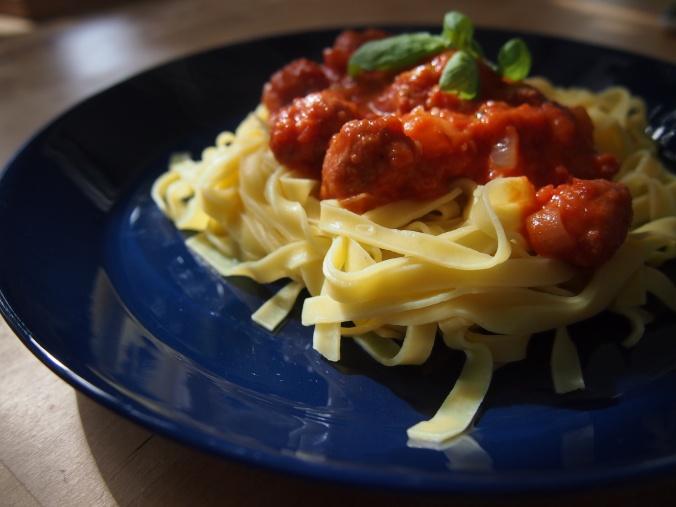 pasta lautasella