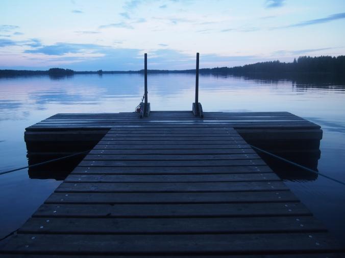 Niskajärven laituri iltahämärässä