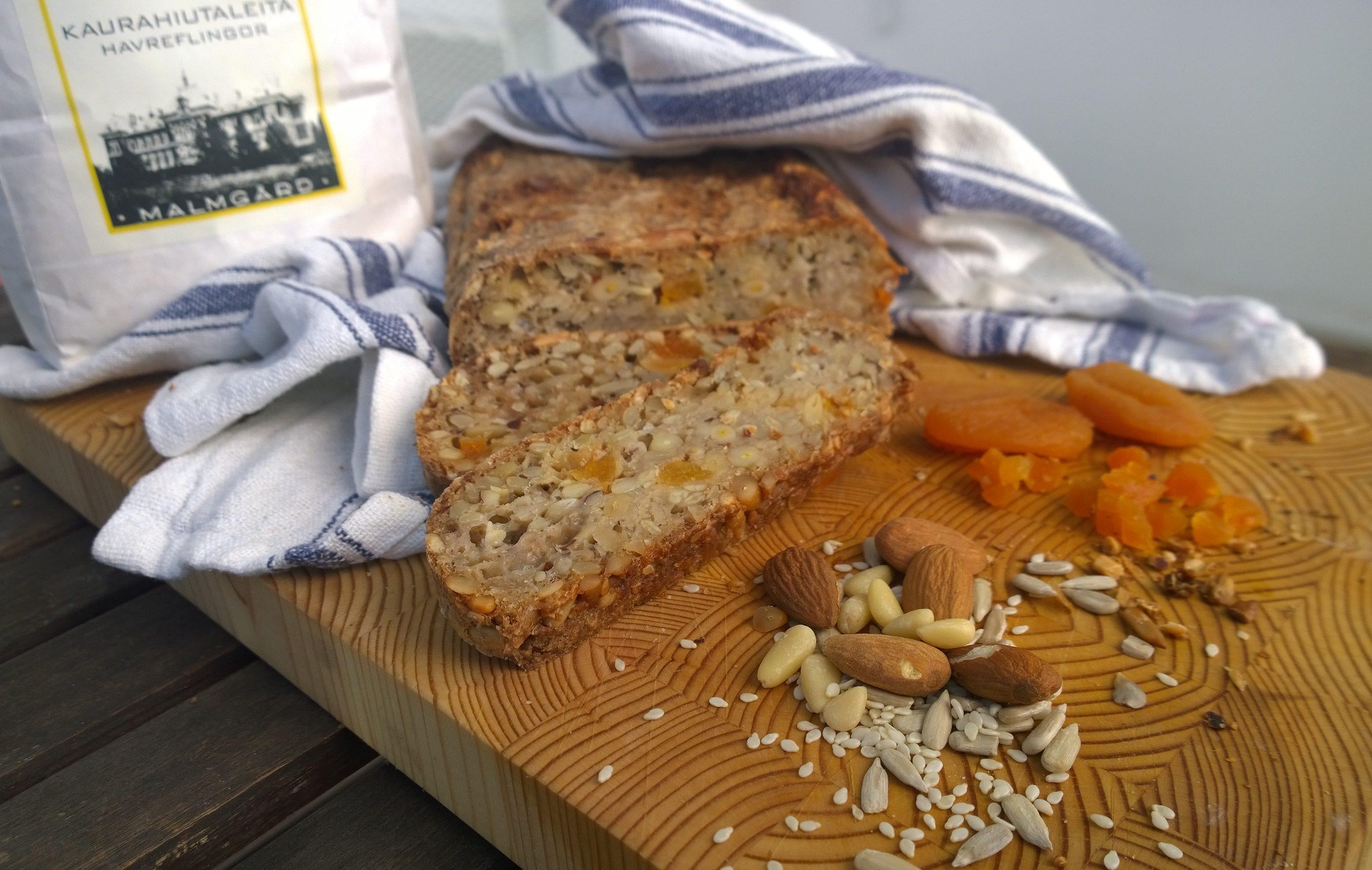 leipä leikkuulaudalla
