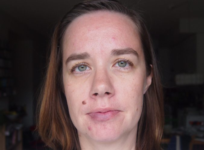 kasvot ilman meikkiä