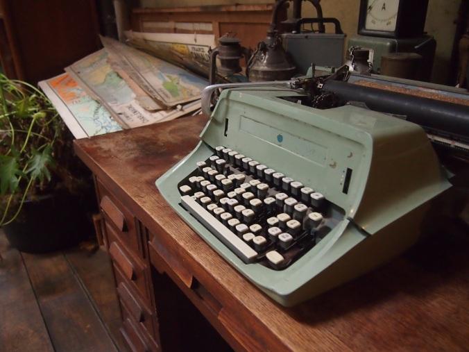 vanha kirjoituskone