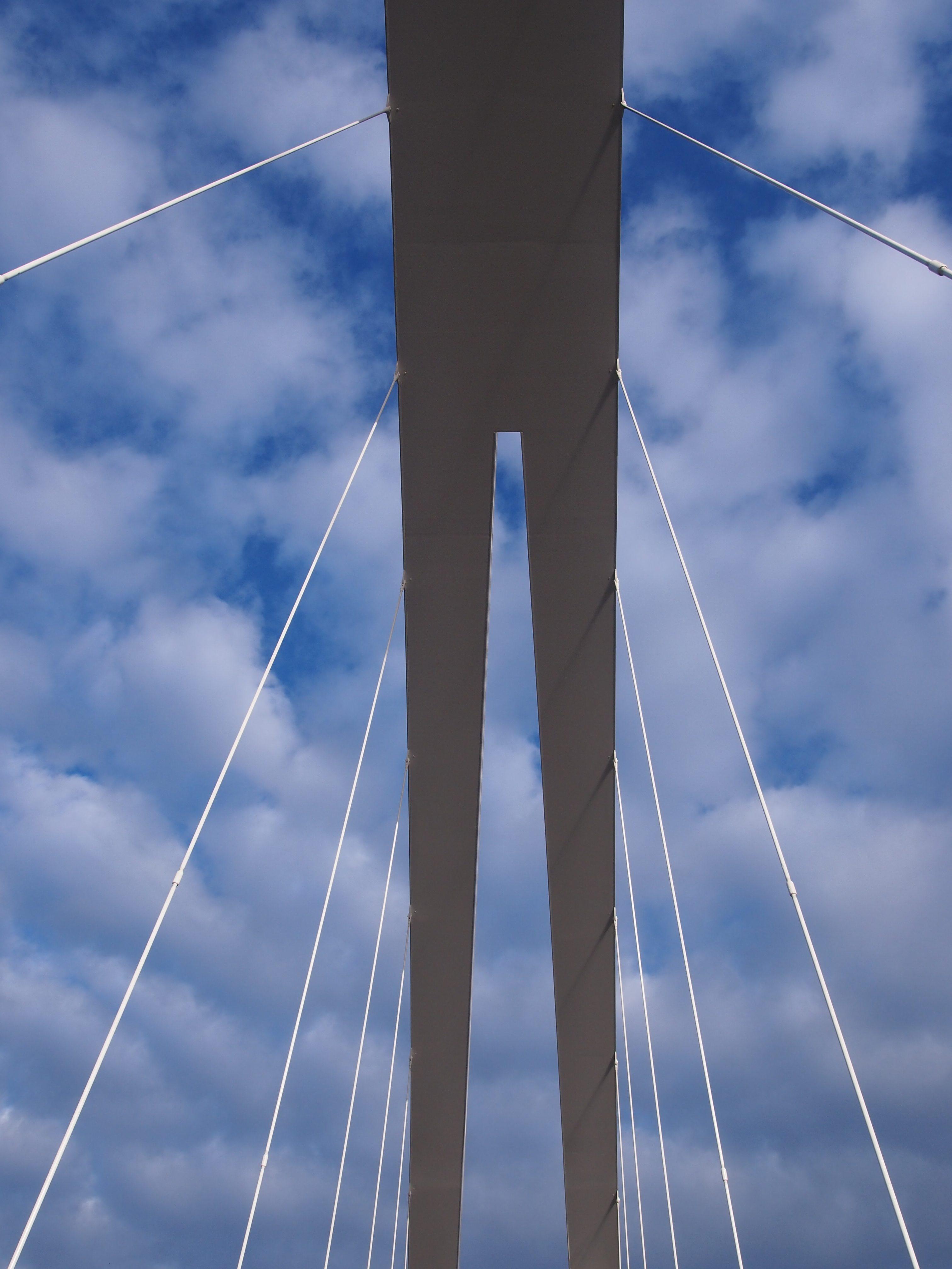 isoisän silta taivasta vasten