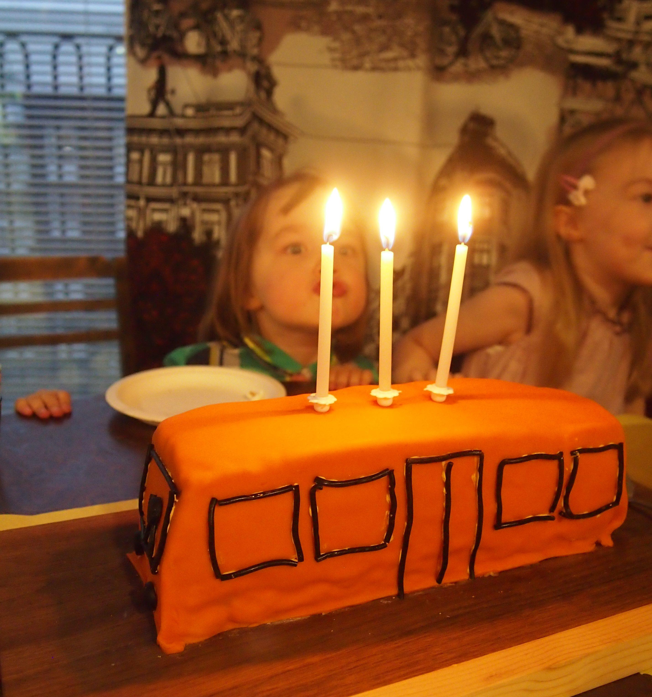 kynttilöitä puhalletaan