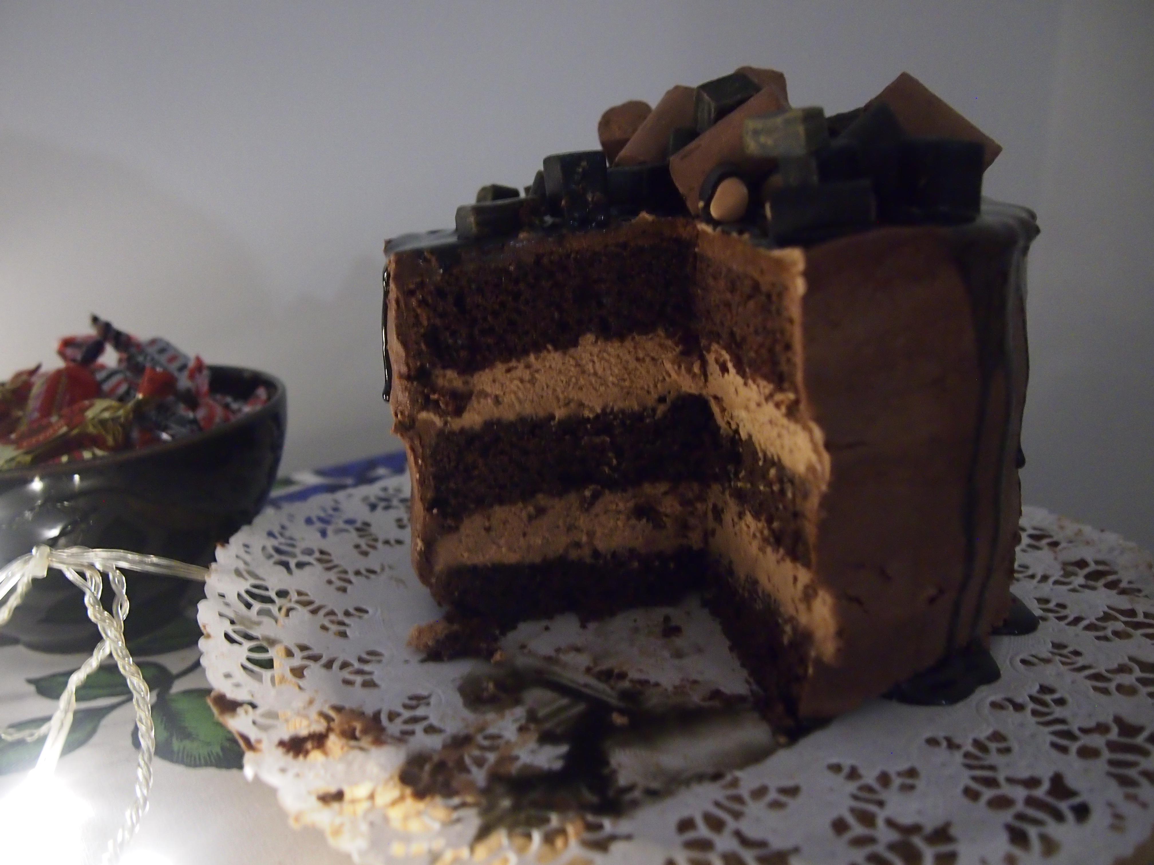 suklaatäytekakku sisältä