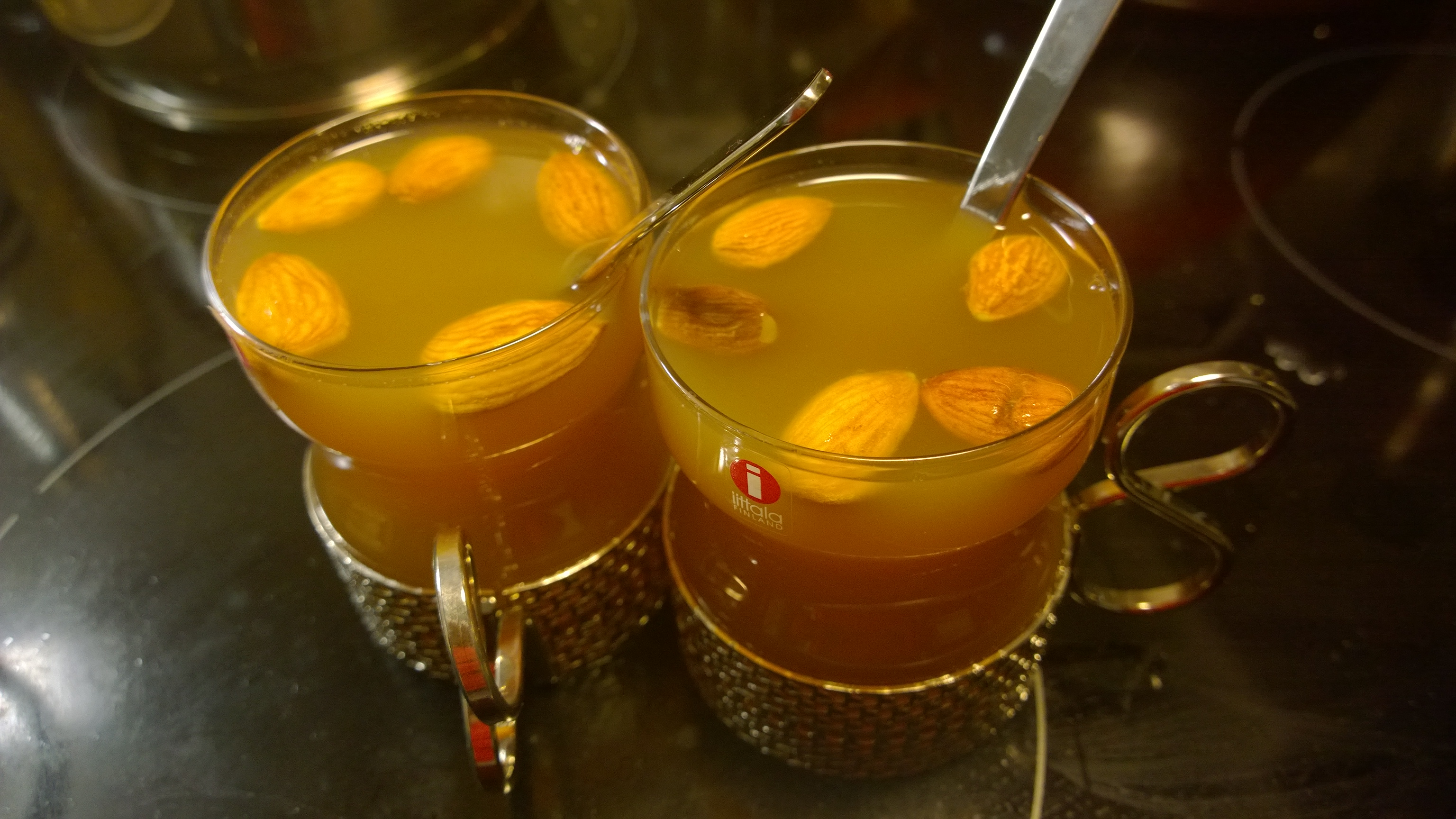 omenaglögit laseissa