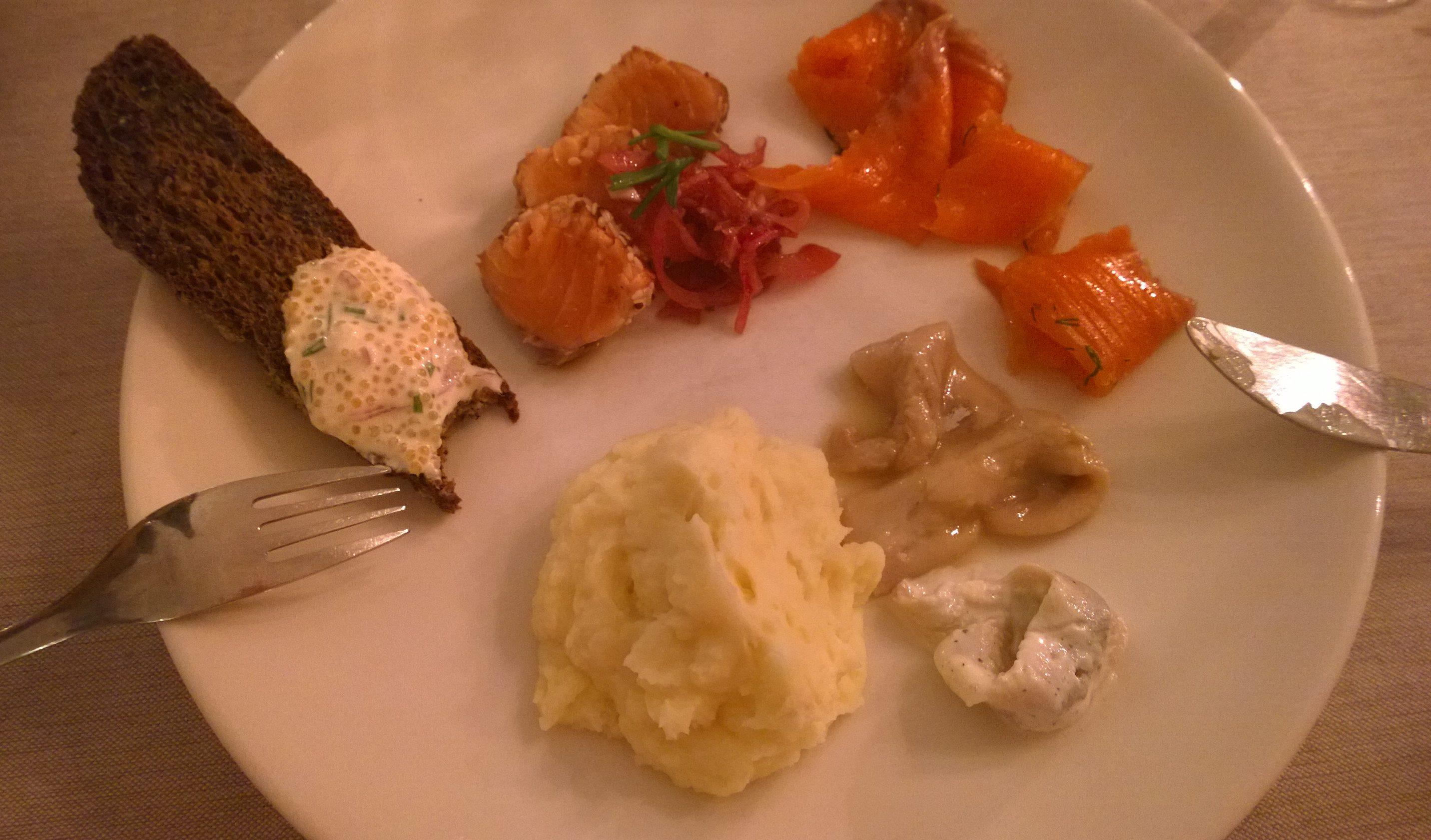 kalapöytä lautasella