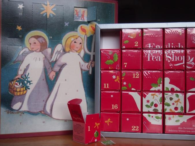 joulukalenterit vierekkäin