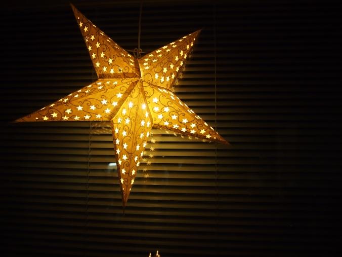 joulutähti ikkunassa