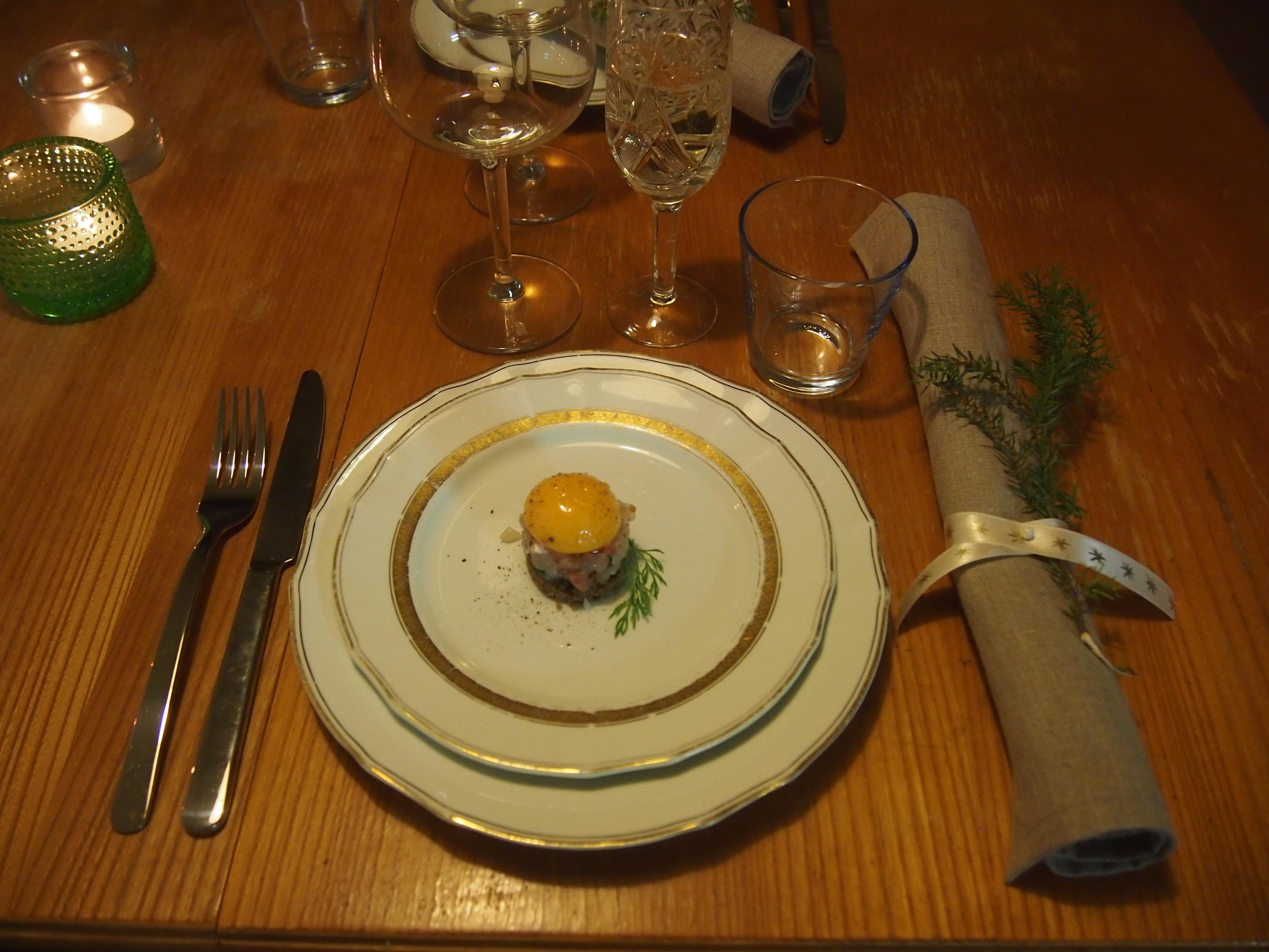 keltuainen lautasella