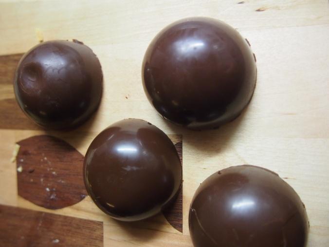 suklaiset puolipallot